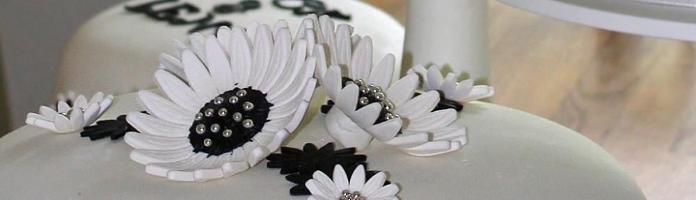 Bröllopstårta i svart och vitt