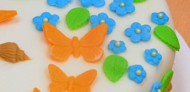 Tårta med snäckor och fjärilar