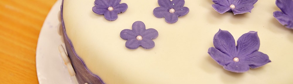 Lila småblommig tårta