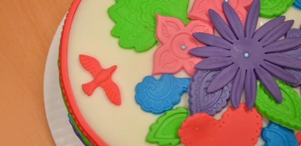 Färgglad tårta