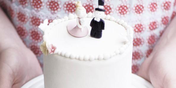 Bröllopstårta till det lilla bröllopet