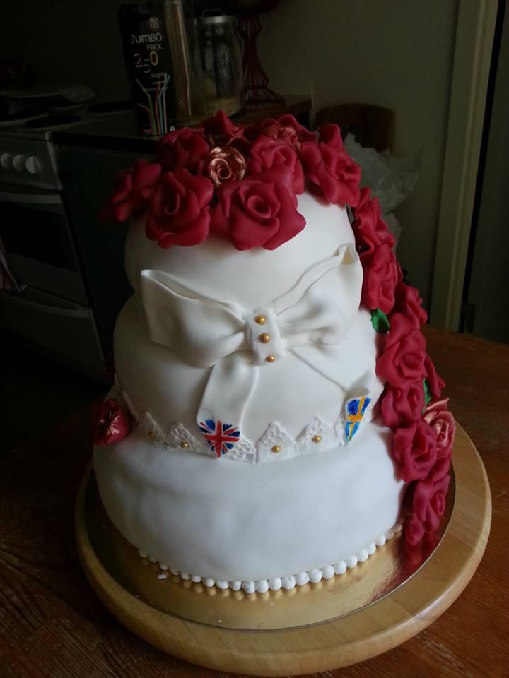 Bröllopstårta i tre våningar Tartdekorationer com