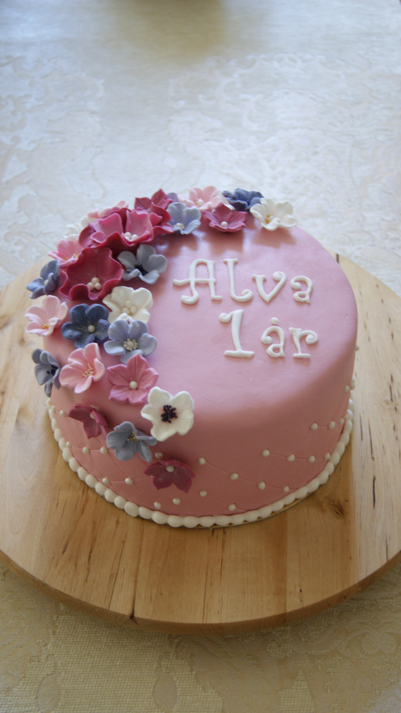 tårta till ettårskalas