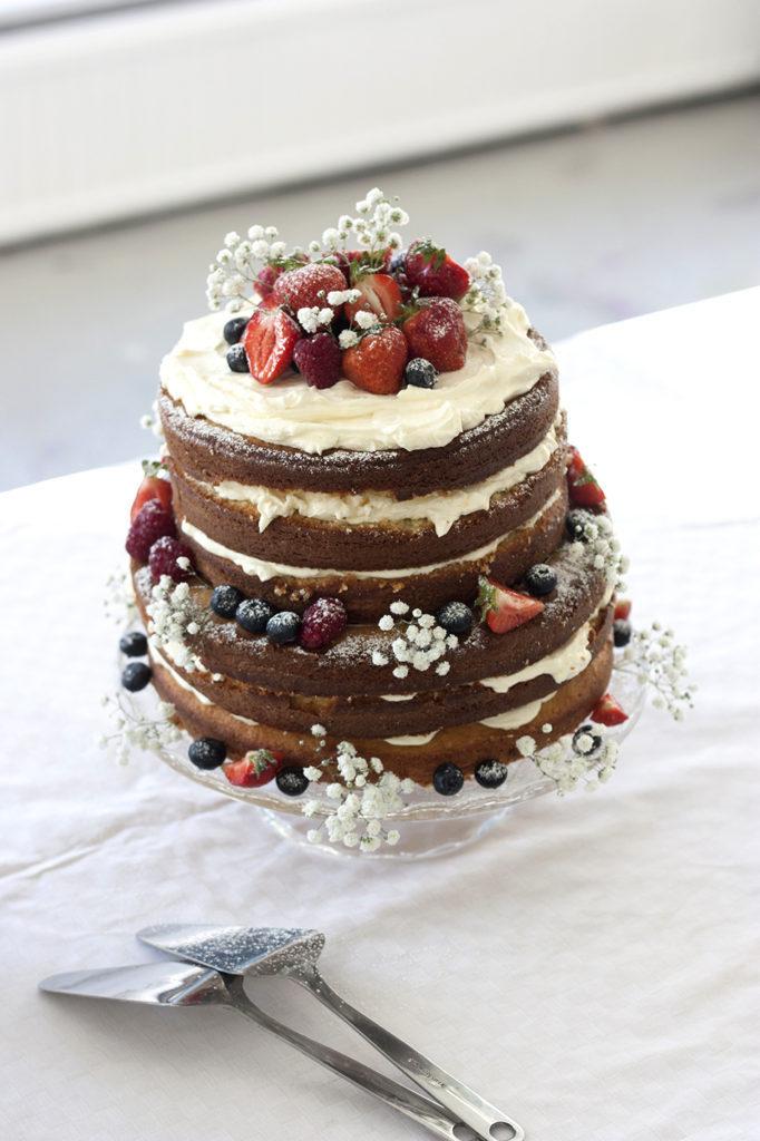 naked-sponge-cake
