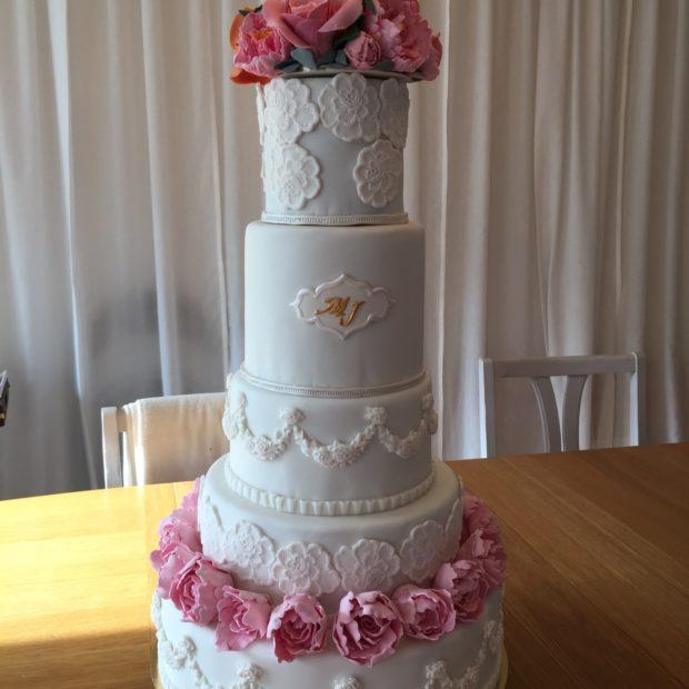 Bröllopstårta med pioner