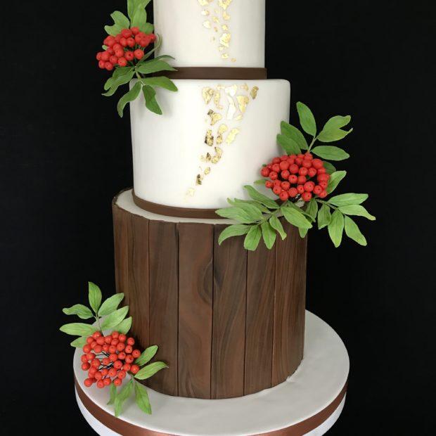 Bröllopstårta med hösttema med sommar på insidan.